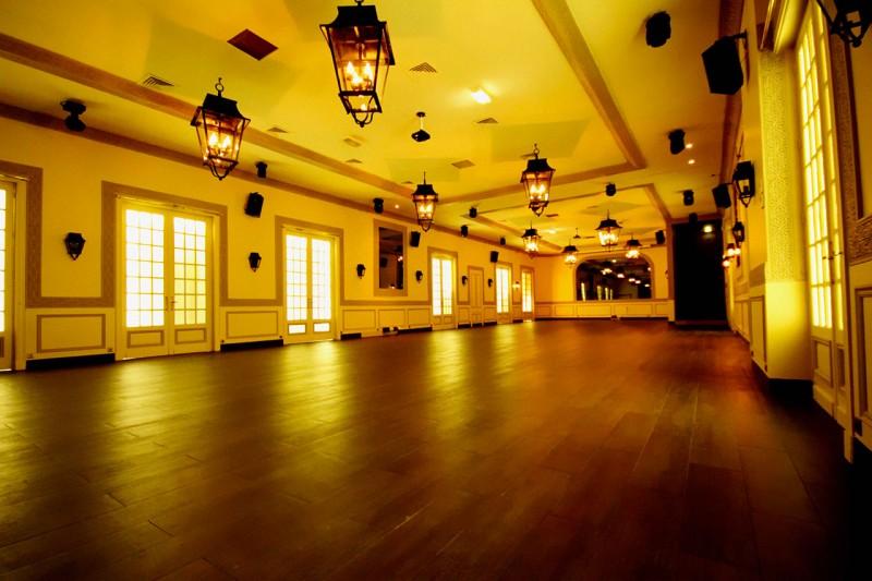 Jour de l 39 an royal salons vianey r veillon royal salons for Les salons vianey